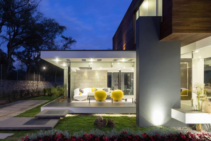 house-big-vain-glazed-obtaining-transparency-house-towards-natural-space-10