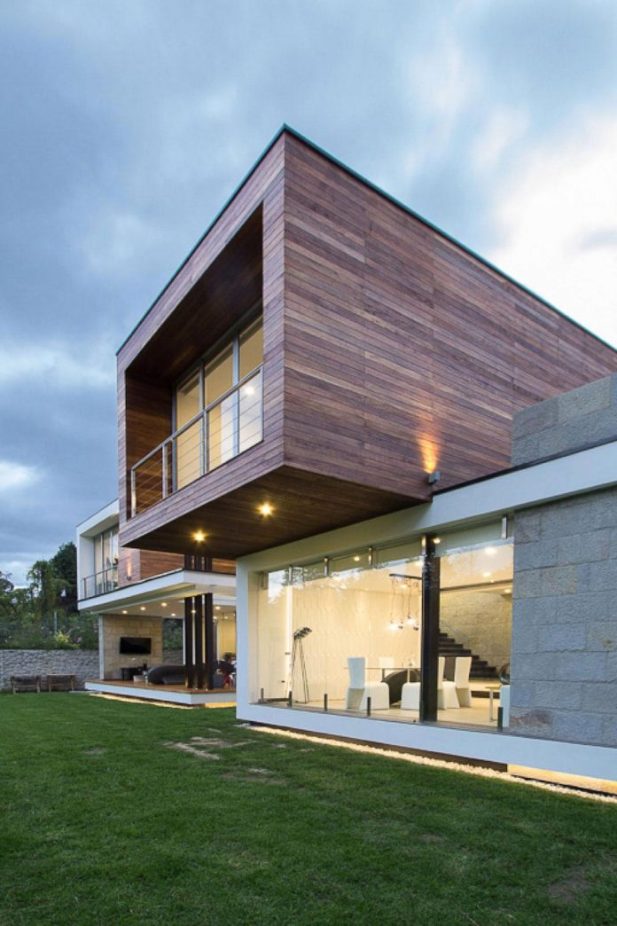 house-big-vain-glazed-obtaining-transparency-house-towards-natural-space-11