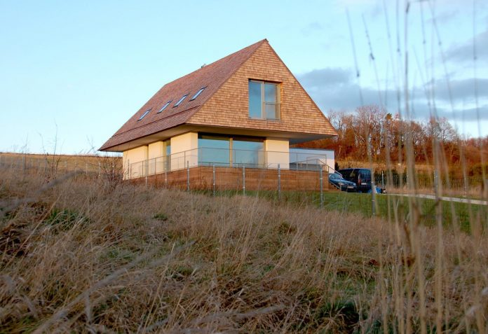 house-build-designed-reinterpreting-old-architecture-style-assigned-polish-mountains-05