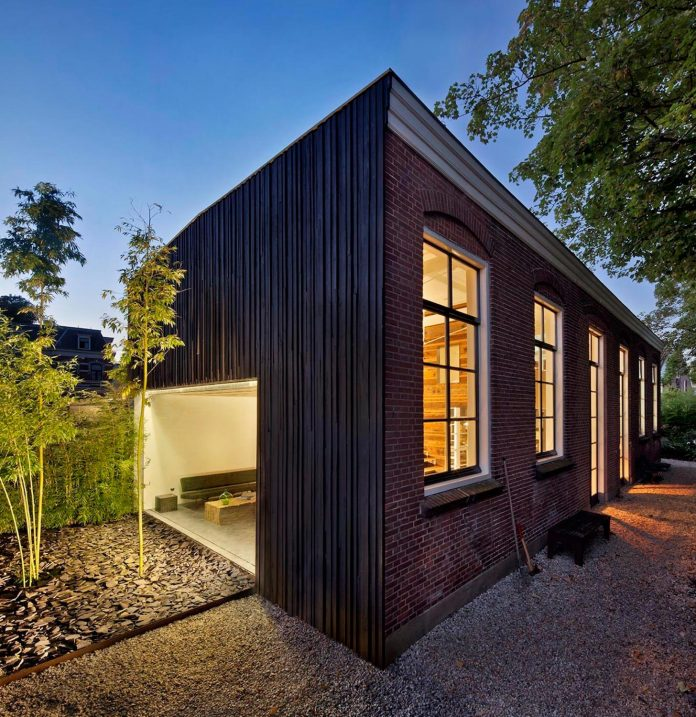 house-rolf-transformation-late-nineteenth-century-coach-house-spectacular-home-workspace-07