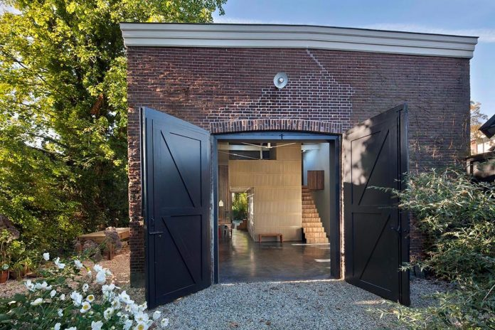 house-rolf-transformation-late-nineteenth-century-coach-house-spectacular-home-workspace-11