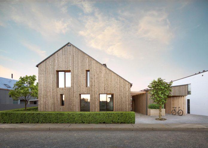 house-savukvartsi-modern-eco-home-three-generations-01