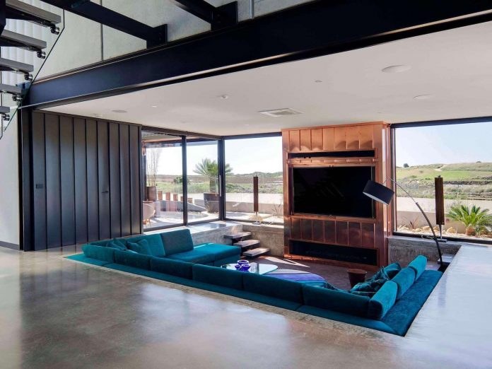 house-used-home-two-full-time-occupants-luxury-hotel-02