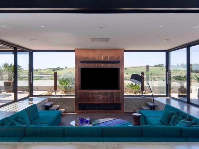 house-used-home-two-full-time-occupants-luxury-hotel-03
