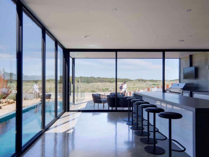 house-used-home-two-full-time-occupants-luxury-hotel-04