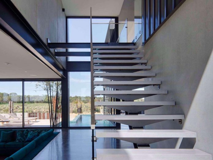 house-used-home-two-full-time-occupants-luxury-hotel-14