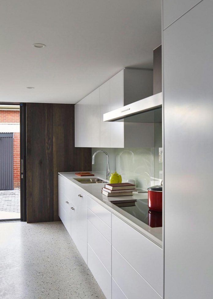 julie-firkin-architects-design-contemporary-brick-metal-house-fitzroy-melbourne-10