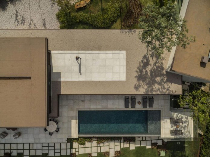 lightweight-structure-large-openings-glazed-surfaces-define-country-house-porto-feliz-sao-paulo-02