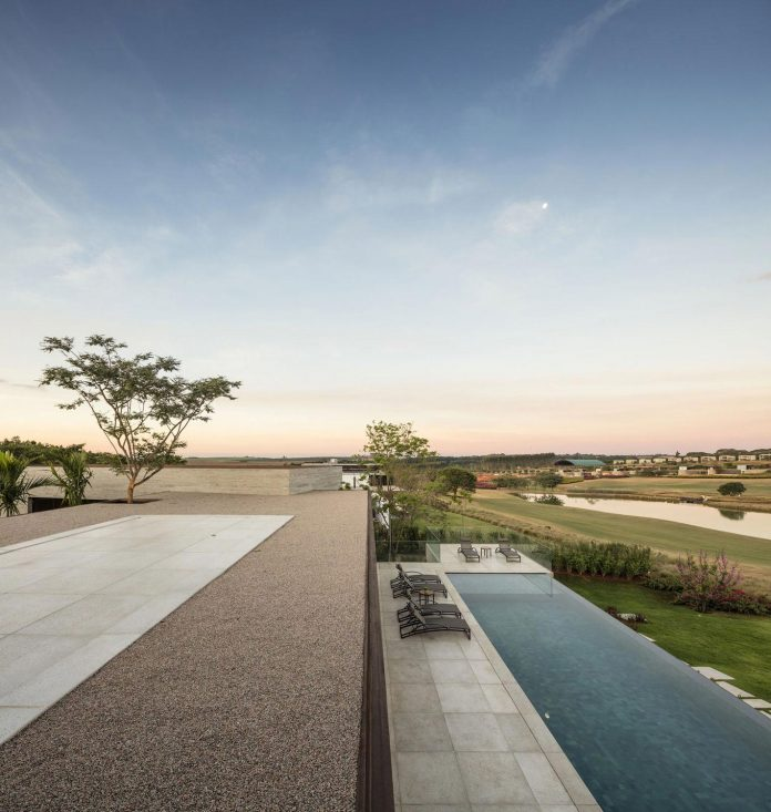 lightweight-structure-large-openings-glazed-surfaces-define-country-house-porto-feliz-sao-paulo-07