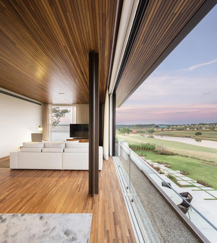 lightweight-structure-large-openings-glazed-surfaces-define-country-house-porto-feliz-sao-paulo-08