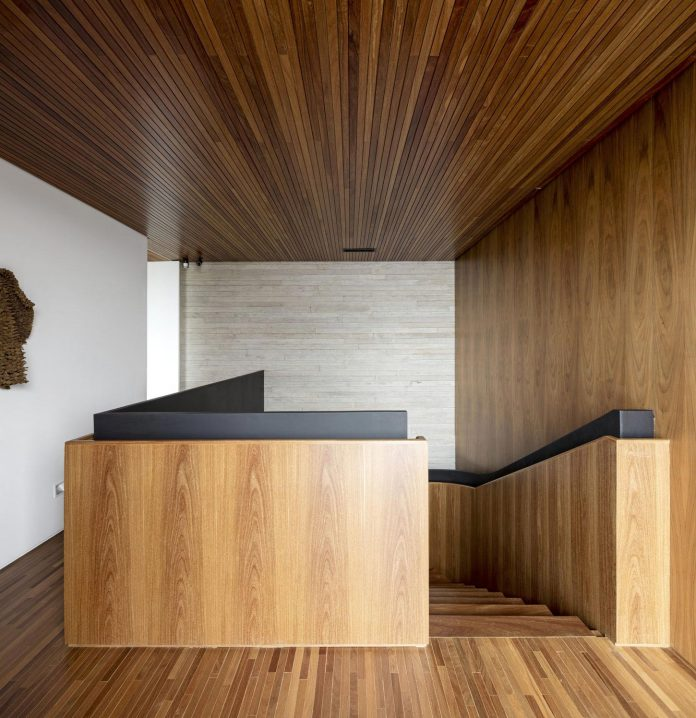 lightweight-structure-large-openings-glazed-surfaces-define-country-house-porto-feliz-sao-paulo-13