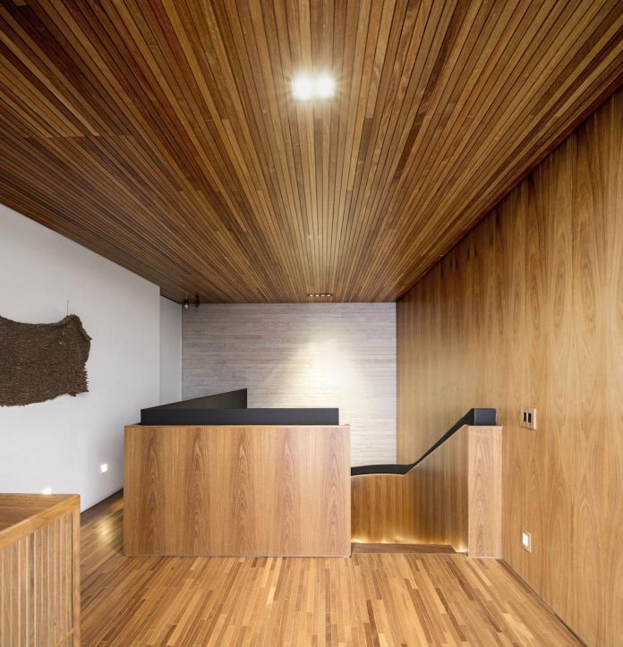 lightweight-structure-large-openings-glazed-surfaces-define-country-house-porto-feliz-sao-paulo-14