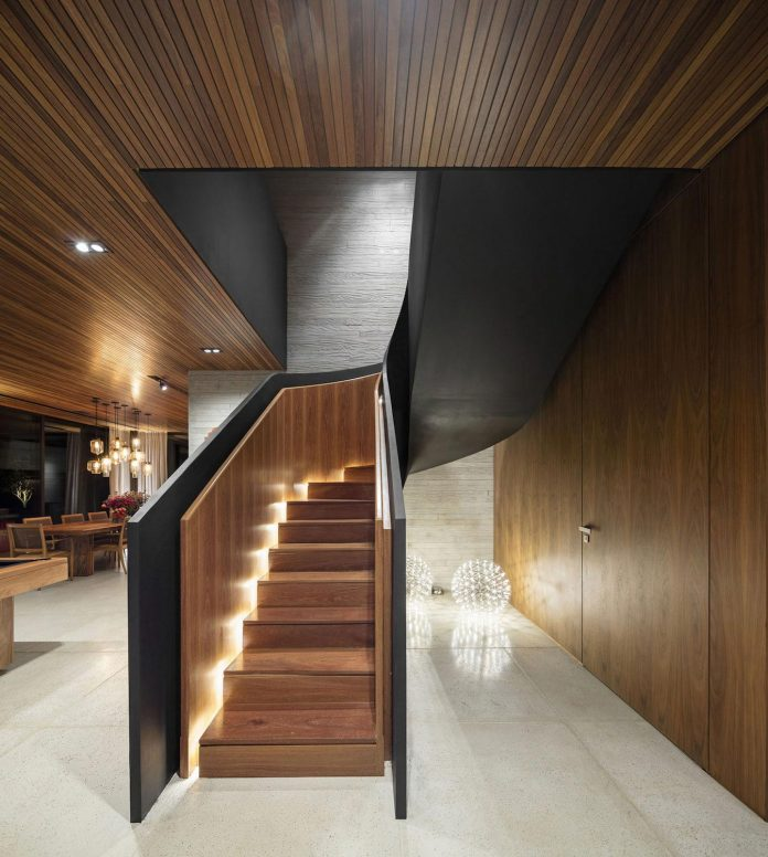 lightweight-structure-large-openings-glazed-surfaces-define-country-house-porto-feliz-sao-paulo-15