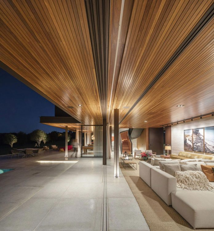 lightweight-structure-large-openings-glazed-surfaces-define-country-house-porto-feliz-sao-paulo-16