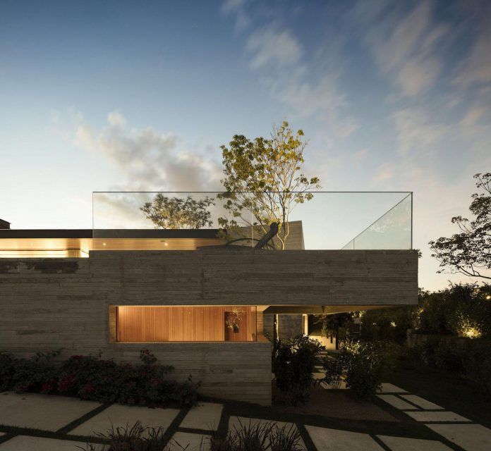 lightweight-structure-large-openings-glazed-surfaces-define-country-house-porto-feliz-sao-paulo-18