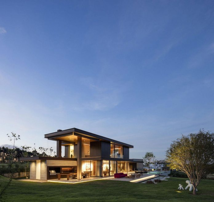lightweight-structure-large-openings-glazed-surfaces-define-country-house-porto-feliz-sao-paulo-21