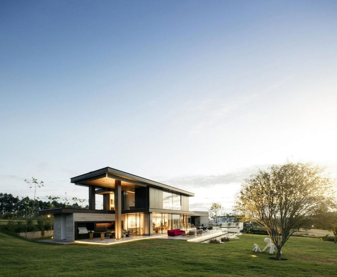 lightweight-structure-large-openings-glazed-surfaces-define-country-house-porto-feliz-sao-paulo-22