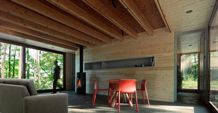 linear-cabin-small-unassuming-family-retreat-woods-04