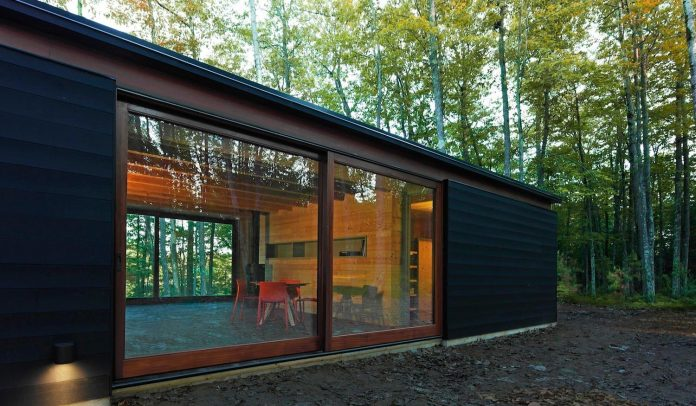 linear-cabin-small-unassuming-family-retreat-woods-06