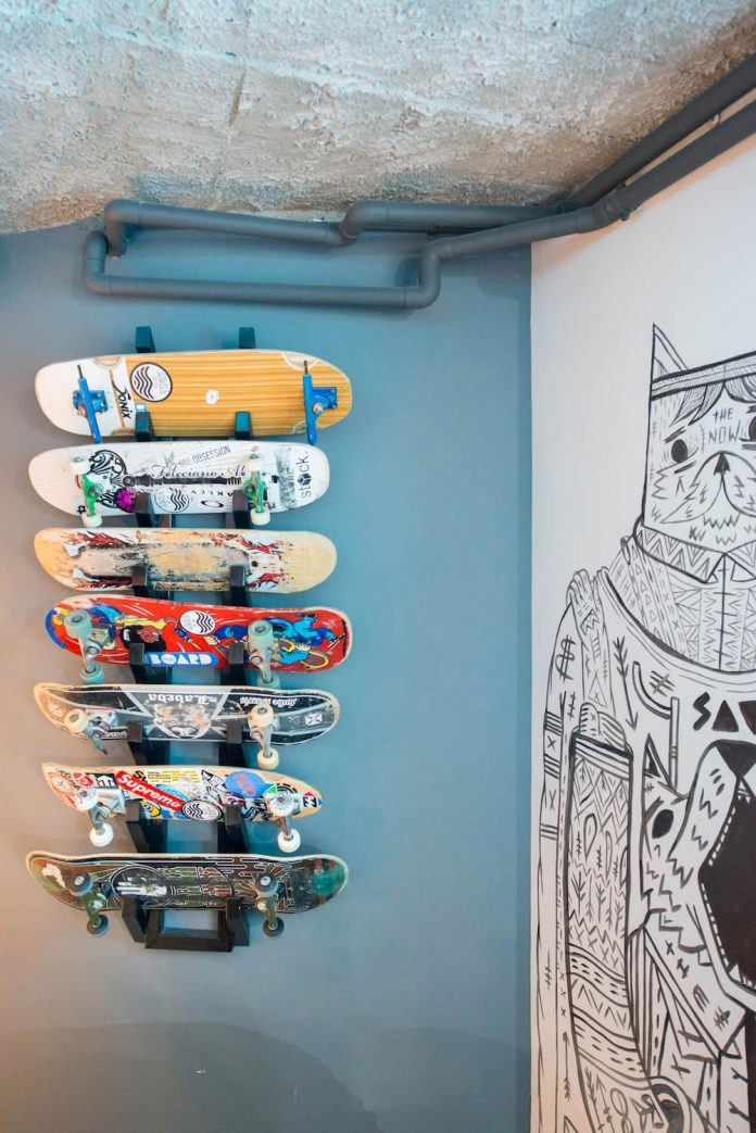 man-cave-industrial-inspired-home-young-lover-skating-surfing-socialising-02