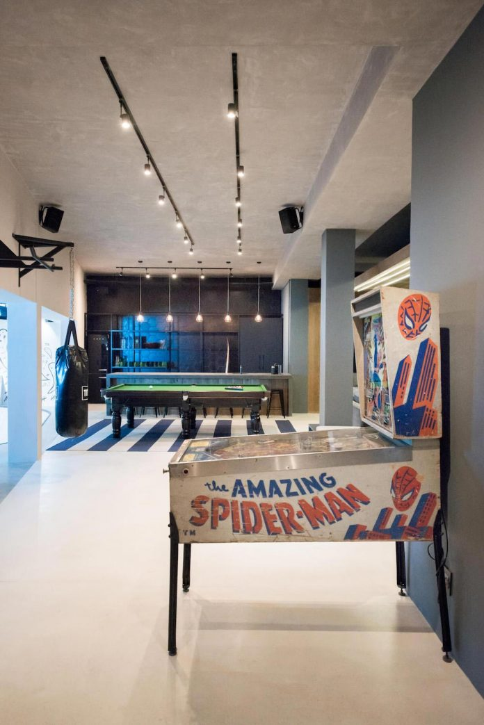 man-cave-industrial-inspired-home-young-lover-skating-surfing-socialising-03