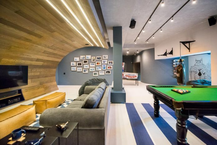 man-cave-industrial-inspired-home-young-lover-skating-surfing-socialising-09
