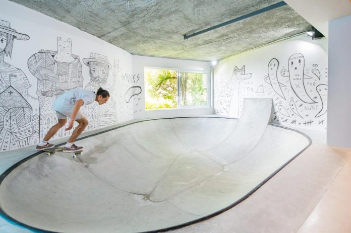 man-cave-industrial-inspired-home-young-lover-skating-surfing-socialising-11