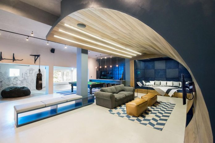 man-cave-industrial-inspired-home-young-lover-skating-surfing-socialising-13