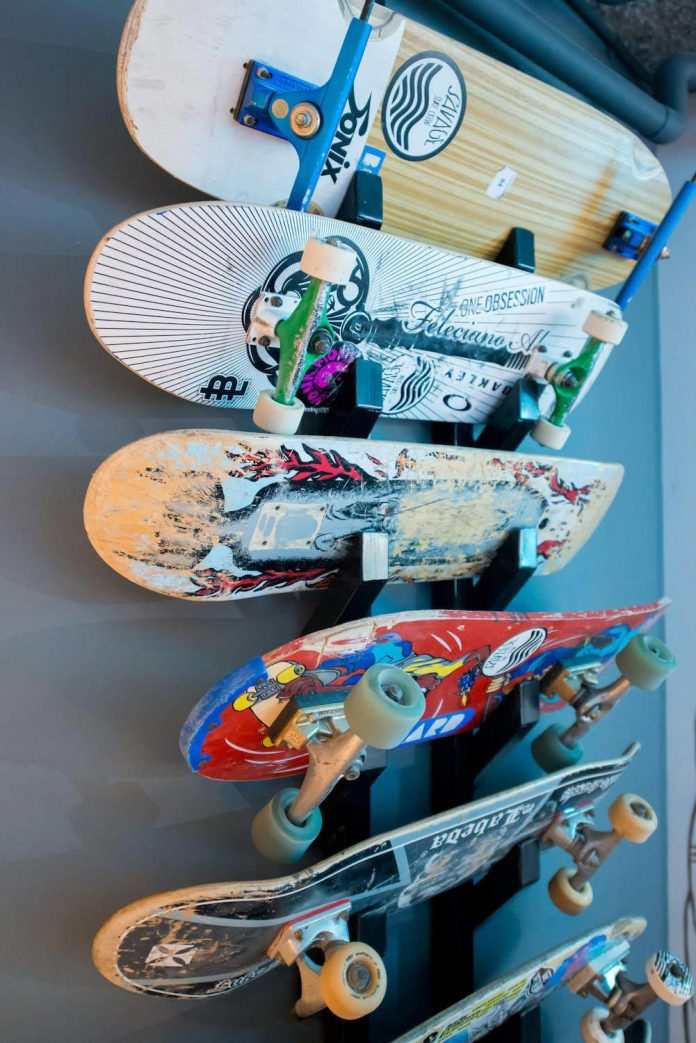 man-cave-industrial-inspired-home-young-lover-skating-surfing-socialising-15