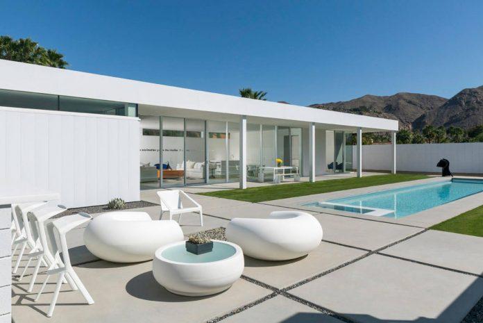 midcentury-modern-white-house-palm-springs-california-03