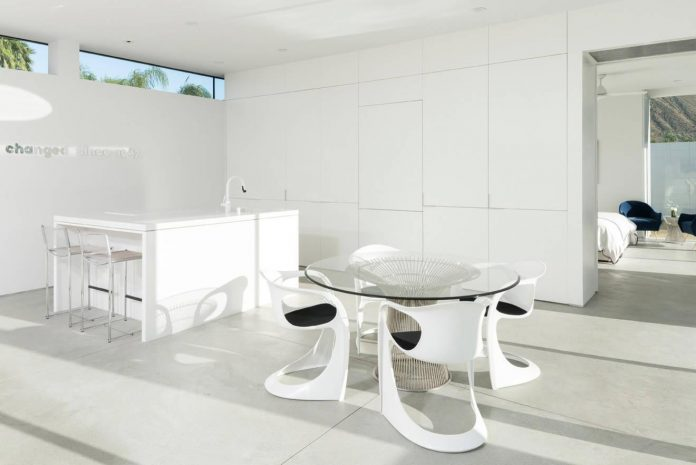 midcentury-modern-white-house-palm-springs-california-06