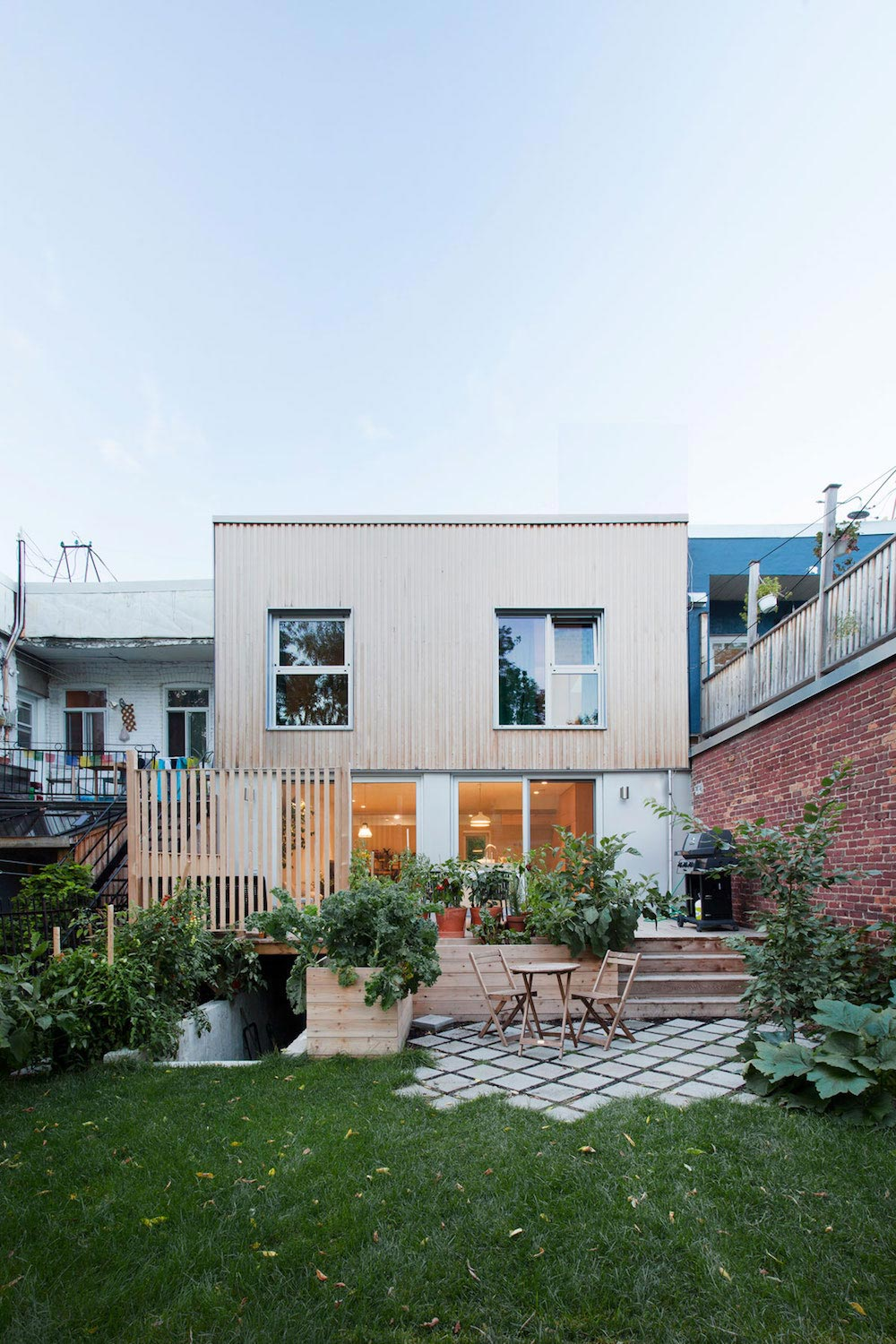 Minimalist, uncluttered and Nordic style for the renovation of a typical Montreal duplex
