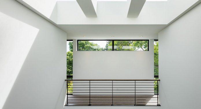 modern-calhoun-pavilion-residence-designed-maximize-views-lake-downtown-skyline-13