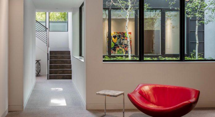 modern-calhoun-pavilion-residence-designed-maximize-views-lake-downtown-skyline-17