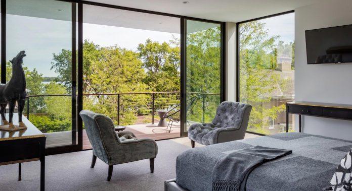 modern-calhoun-pavilion-residence-designed-maximize-views-lake-downtown-skyline-19