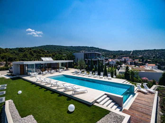 modern-complex-luxury-villas-apartments-dalmatian-region-01