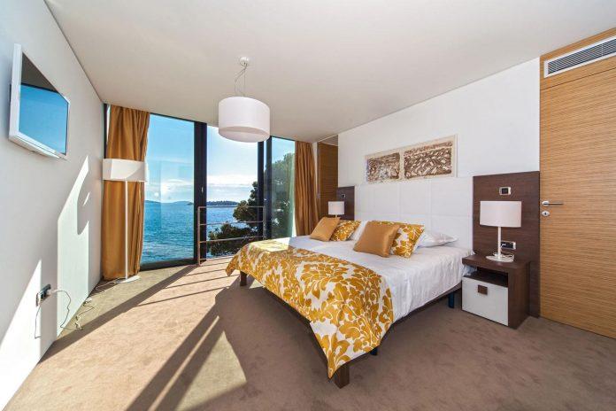 modern-complex-luxury-villas-apartments-dalmatian-region-13
