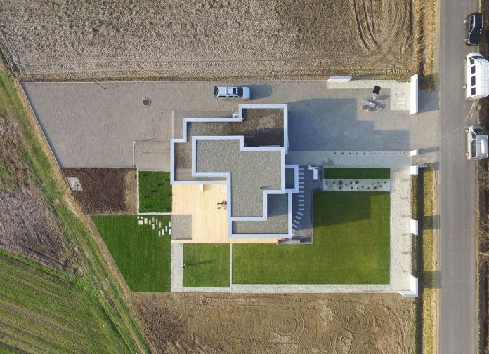 modern-environmentally-friendly-house-designed-bxbstudio-boguslaw-barnas-01