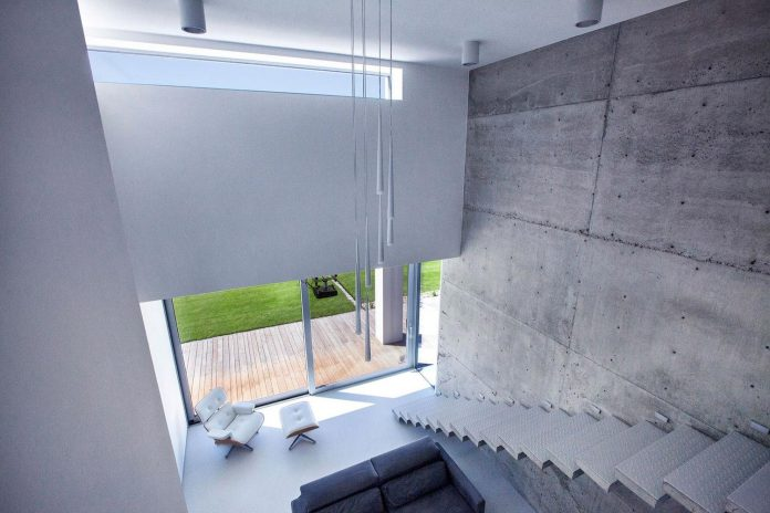 modern-environmentally-friendly-house-designed-bxbstudio-boguslaw-barnas-04