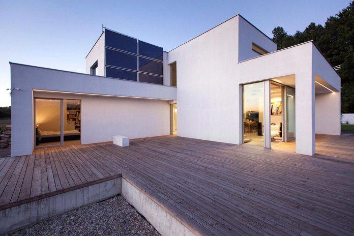 modern-environmentally-friendly-house-designed-bxbstudio-boguslaw-barnas-08