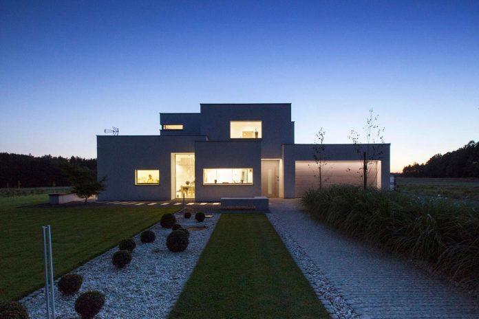 modern-environmentally-friendly-house-designed-bxbstudio-boguslaw-barnas-10