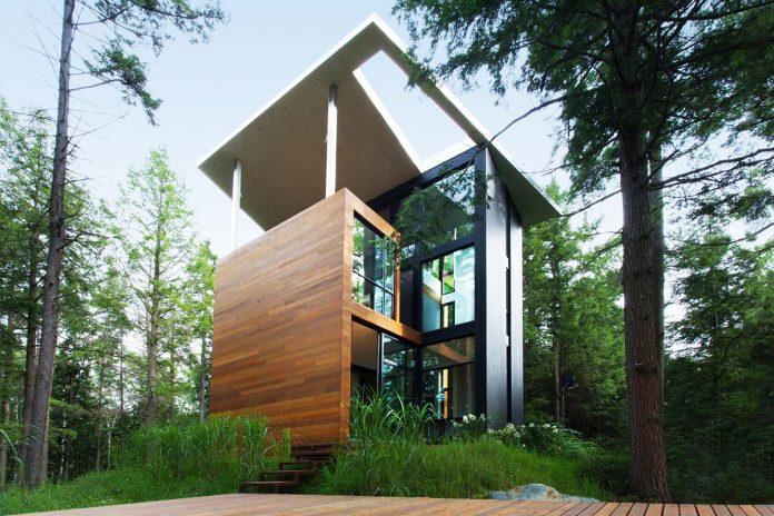 Modern house in the woods for polish sculptor jacek for Modern house design rules