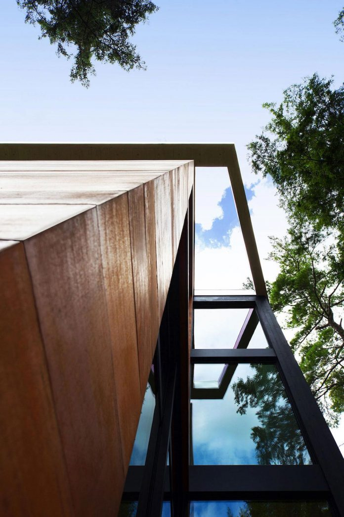 modern-house-woods-polish-sculptor-jacek-jarnuszkiewicz-05