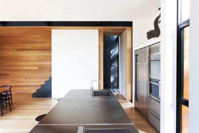 modern-house-woods-polish-sculptor-jacek-jarnuszkiewicz-10