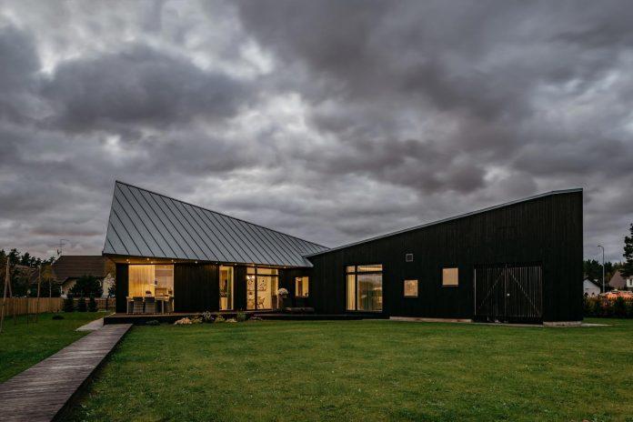 one-storey-home-inspired-plot-movement-sunlight-04