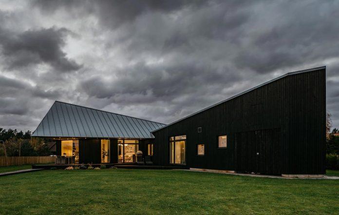 one-storey-home-inspired-plot-movement-sunlight-05
