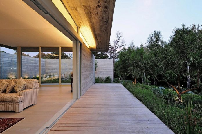 open-plan-house-defined-simplicity-lifestyle-ease-use-beautiful-wooded-riverside-site-constantia-valley-07