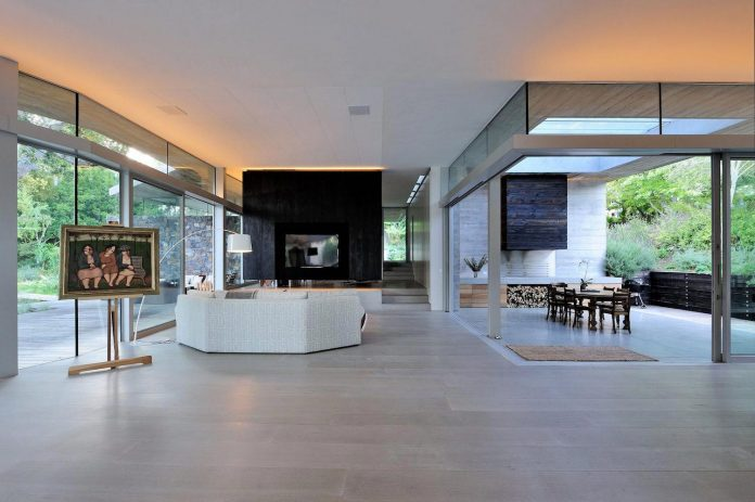 open-plan-house-defined-simplicity-lifestyle-ease-use-beautiful-wooded-riverside-site-constantia-valley-14
