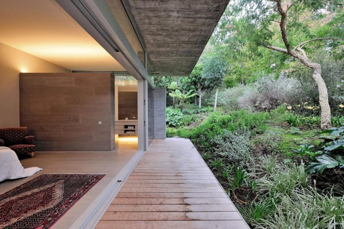 open-plan-house-defined-simplicity-lifestyle-ease-use-beautiful-wooded-riverside-site-constantia-valley-15