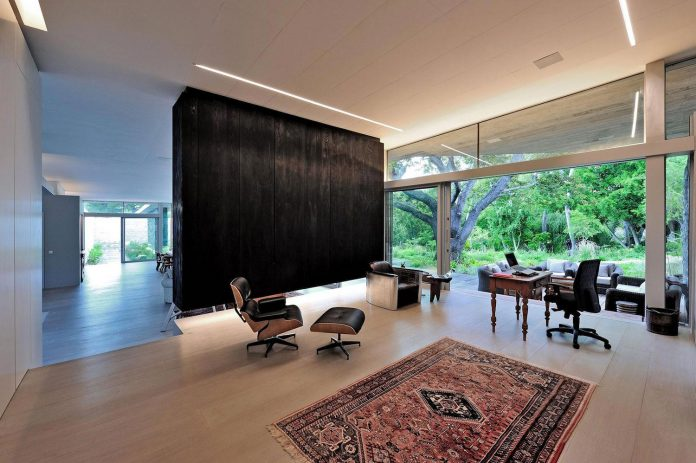open-plan-house-defined-simplicity-lifestyle-ease-use-beautiful-wooded-riverside-site-constantia-valley-17